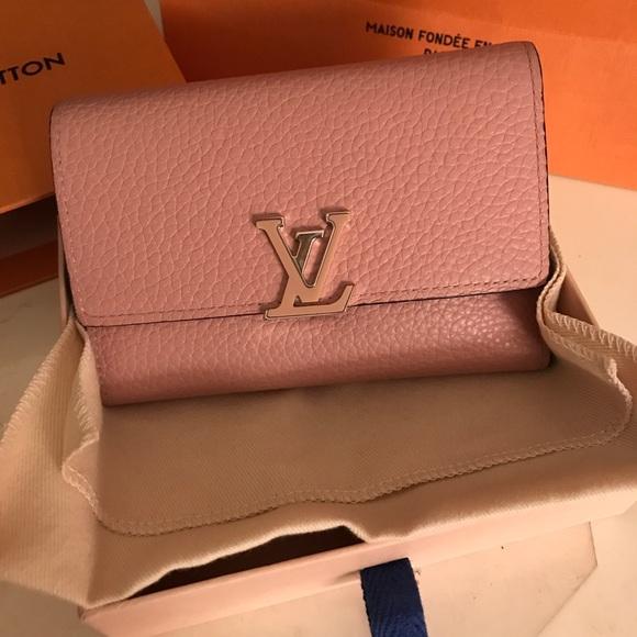 a0fd7aae0dba Louis Vuitton Handbags - LOUIS VUITTON AUTHENTIC CAPUCINES COMPACT WALLET